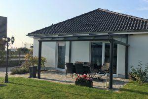 Terrassendach Panorama Smart mit Senkrechtmarkise in Strehla